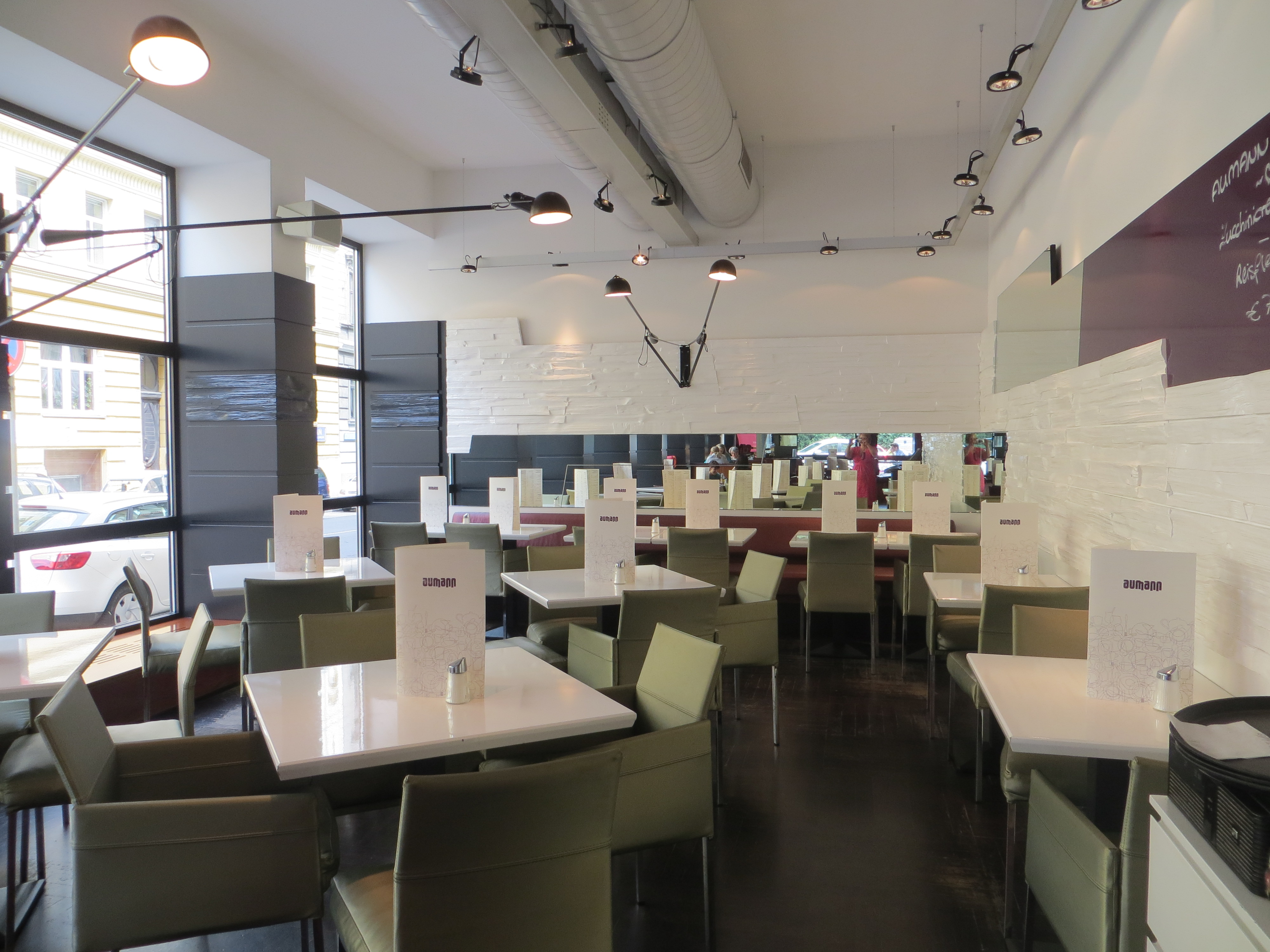 Aumann Cafe Restaurant Bar